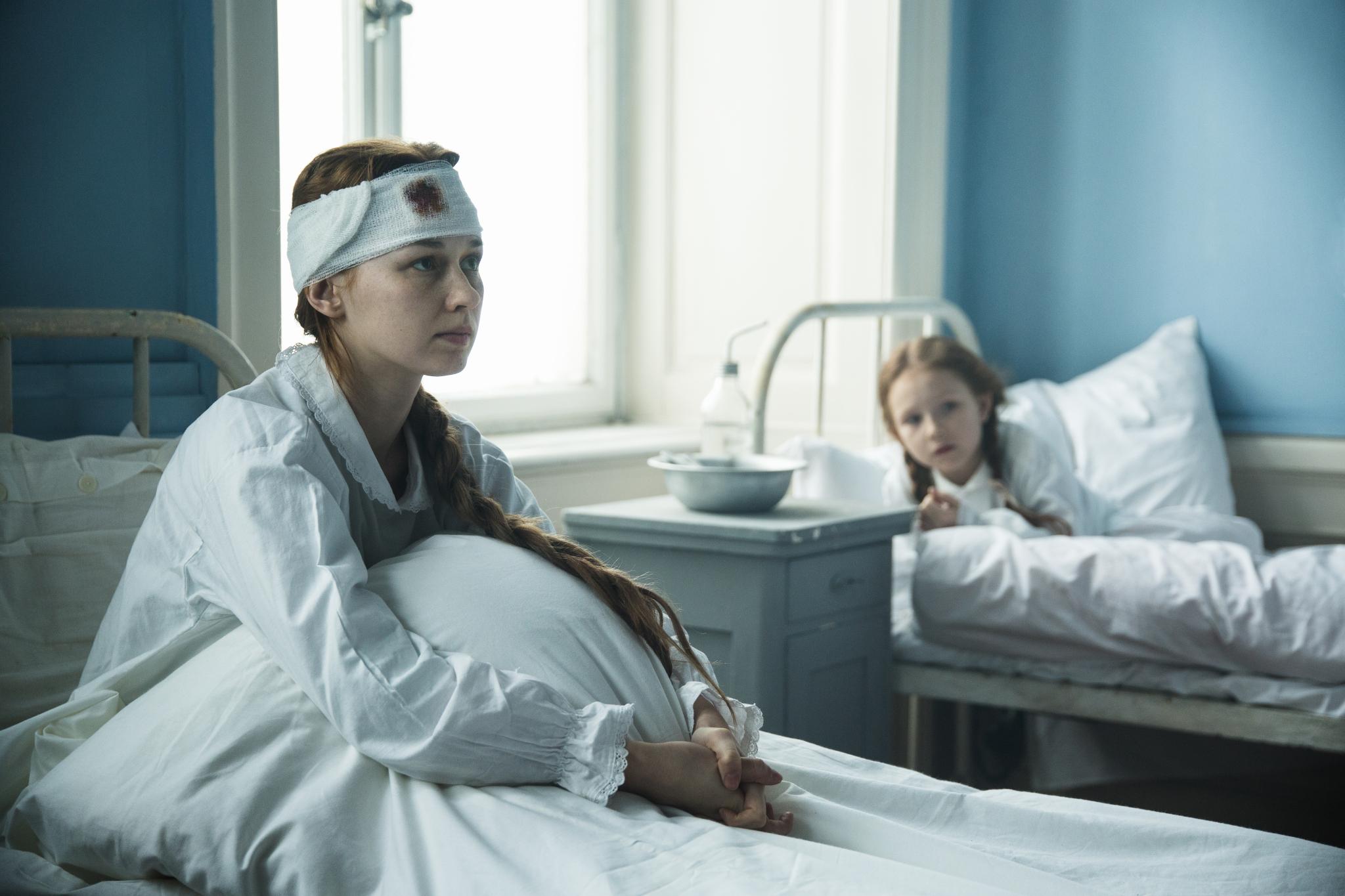 Paulina Szostak - Faustyna Hartman, Lila Czyżewska - Gabrysia Hartman
